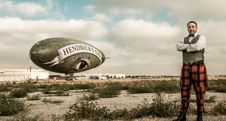 Il Cetriolo Volante della Hendrick's Air con il pilota