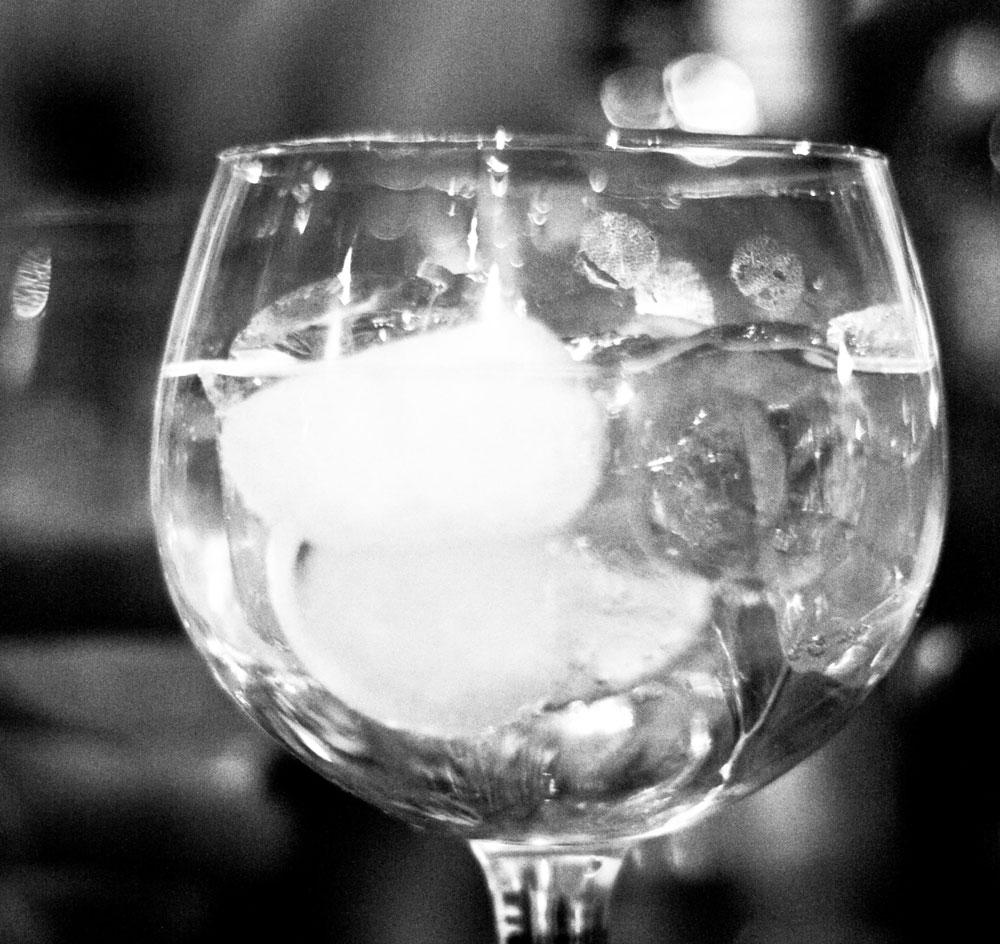 Gin Tonic: Tanqueray 10 , Thomas Henry, scorza di arancia, limone, pompelmo e lime