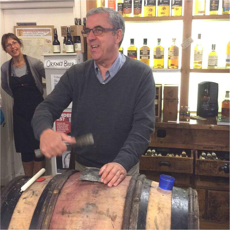 Duncan McLean imbottiglia un pregiato Bourgogne Rouge in onore del trafficante di gin Jack Kirkness