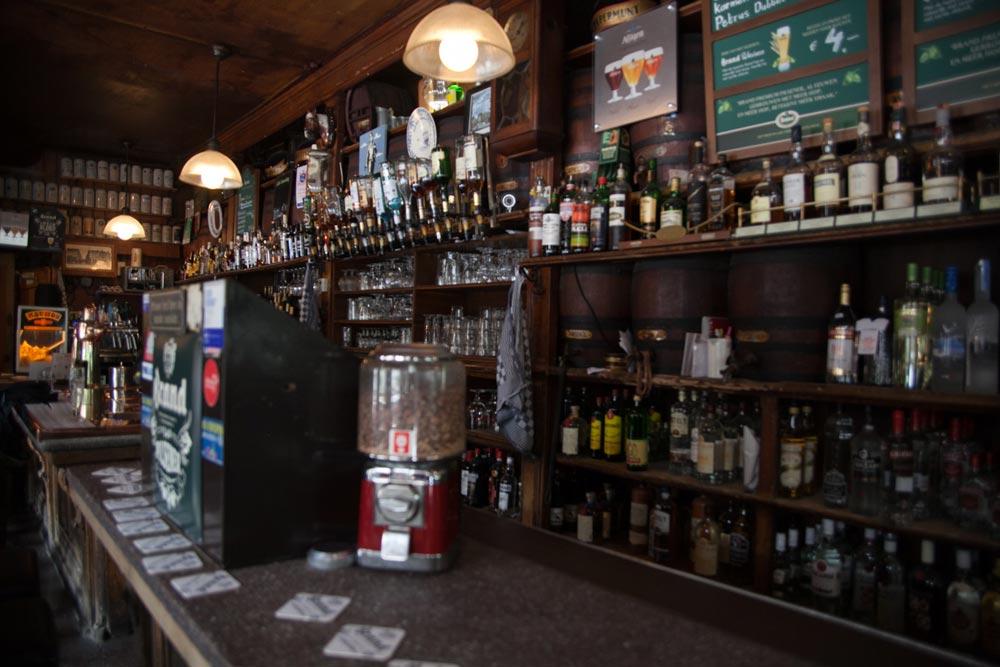 Il bancone del Cafè Slijterij Oosterling