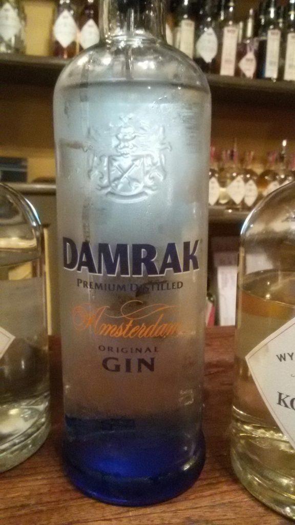 Il Damrak Gin, fatto degustare per cogliere le differenze tra Gin e Jenever