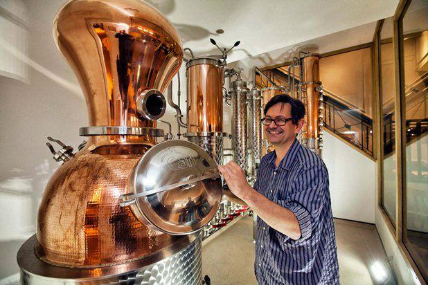 Jamie Baxter, master distiller di COLD