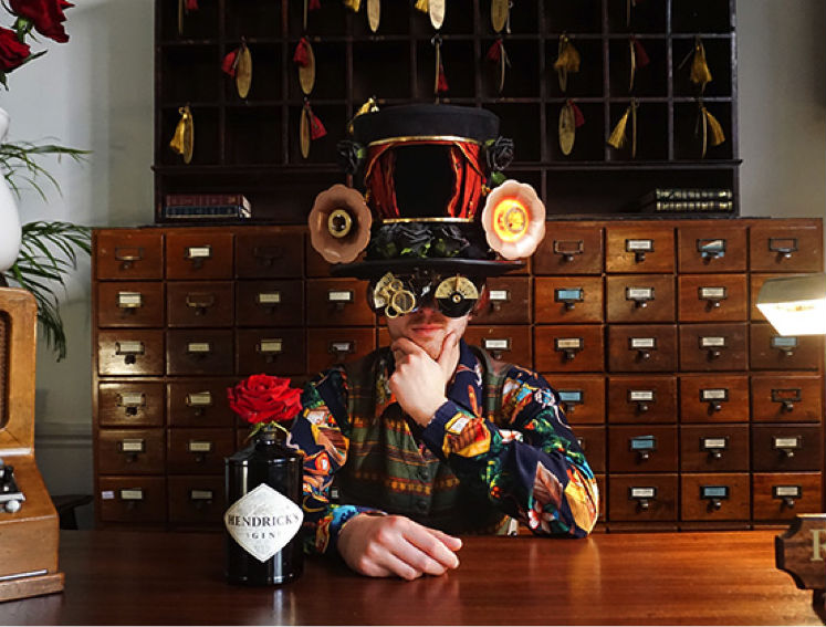 """Uno dei """"Phantasmagorical Cognitive Drinking Toppers"""", cappelli promozionali prodotti da Hendrick's"""