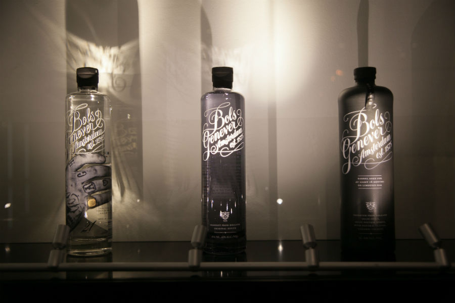 Le bottiglie di Bols Jenever in mostra alla House of Bols