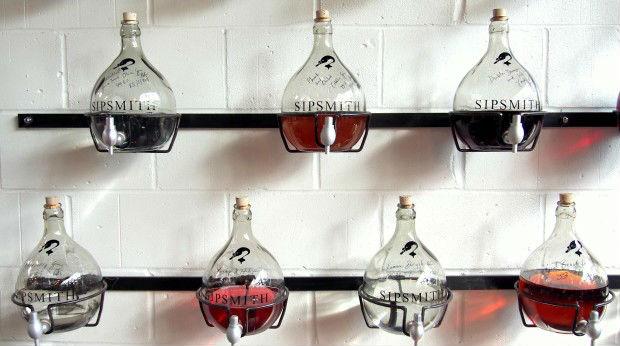Alcuni dei gin testati ogni anno dalla distilleria Sipsmith
