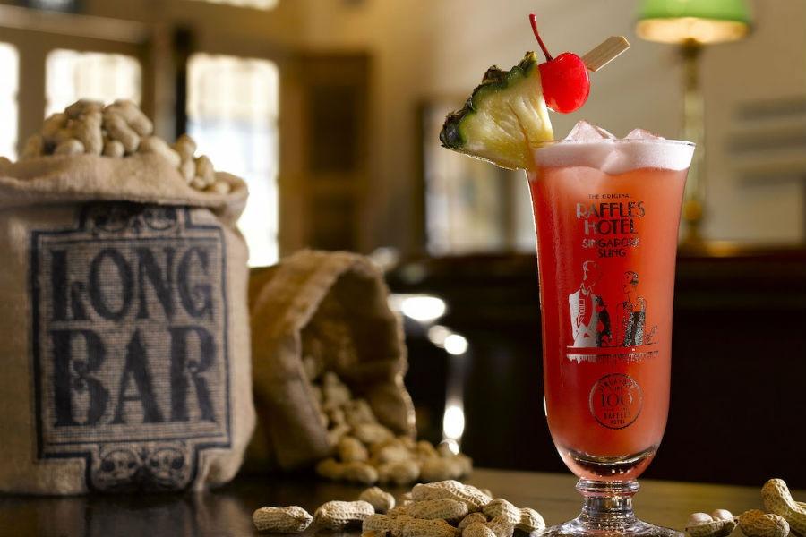 Il Singapore Sling, cocktail creato 100 anni fa e festeggiato dal nuovo gin di casa Sipsmith, il Raffles 1915 Gin