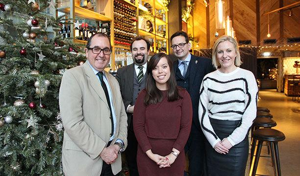 I giudici del Distillery Masters, da sinistra: Nicolas Cook, David T. Smith, Melita Kiely, David Wrigley e Lucy Richardson