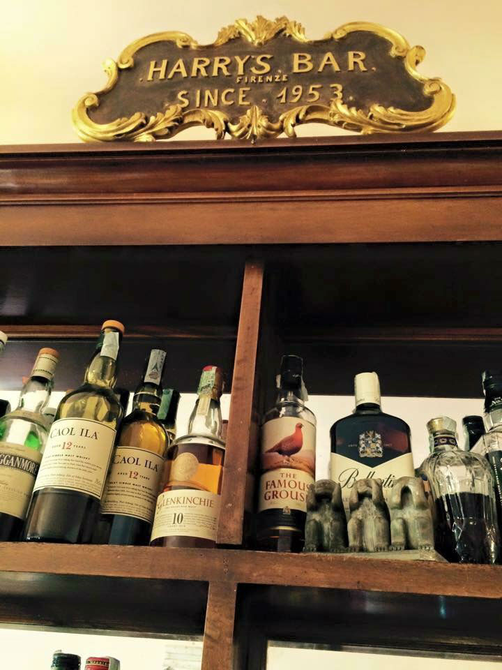 Un dettaglio della bottigliera dell'Harry's