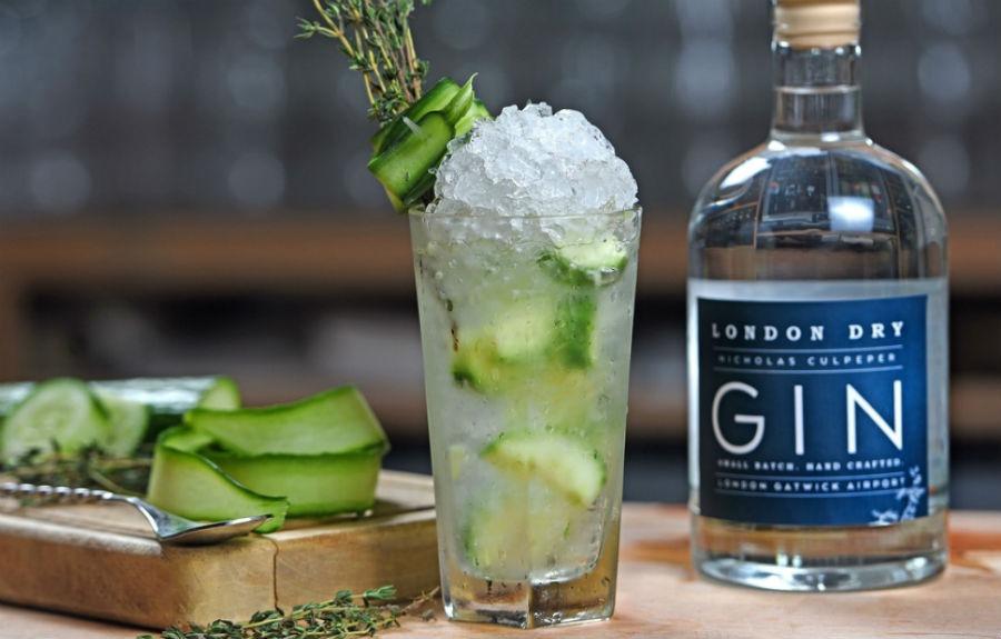 La bottiglia di Nicholas Culpeper London Dry Gin in un'immagine promozionale