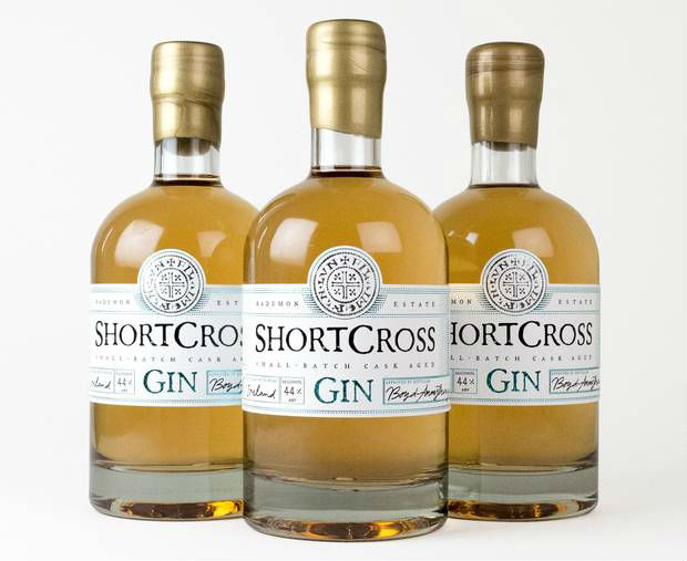 La bottiglia di Shortcross Cask Aged Gin
