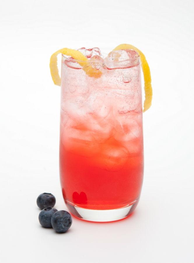 Il Gin Fizz è un altro cocktail classico ma l'utilizzo dello Sloe gin al posto del normale da un notevole twist sul tema