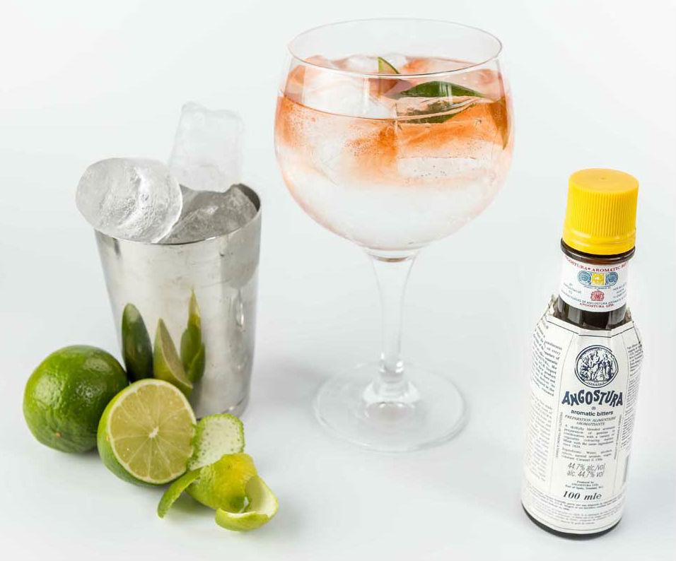 """Gli ingredienti per un perfetto """"Pink"""" Gin Tonic (non dimenticate il Plymouth!)"""