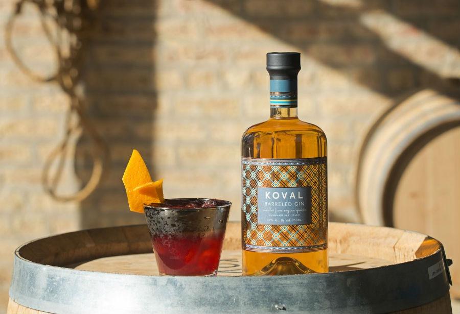 La bottiglia di Koval Barreled Gin in un'immagine promozionale