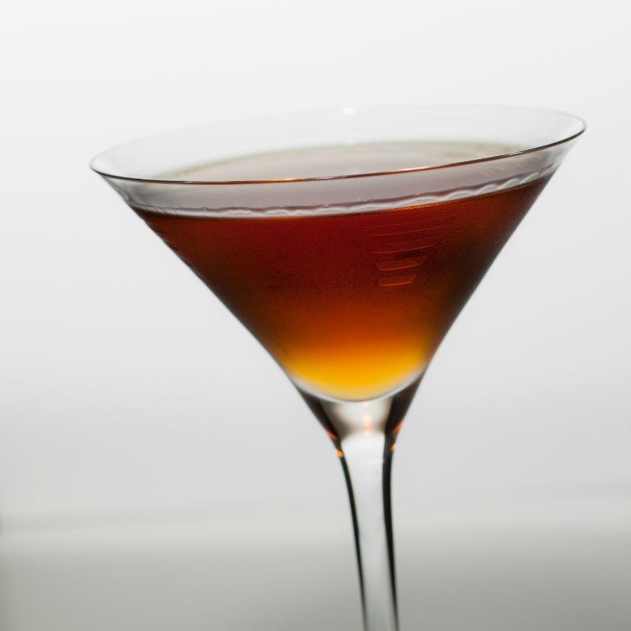 Hanky Panky, un cocktail inventato da Ada Coleman, barlady del Savoy di Londra all'inizio del 20° secolo