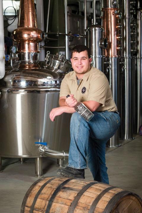Jason Barrett, master distiller della Black Button Distilling, produttore del Lilac Gin