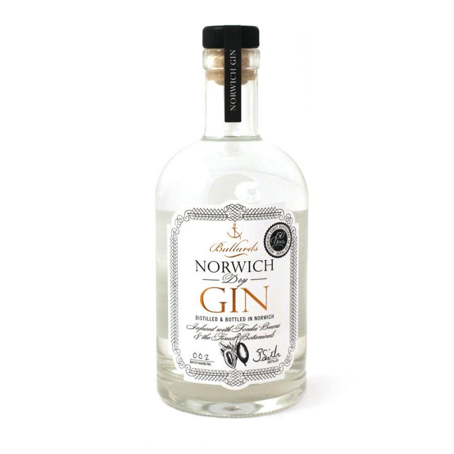 La bottiglia di Bullards Norwich Dry Gin in un'immagine promozionale