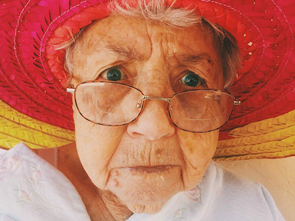 Mabel Jackson, 100 anni, beve sei gin tonic al giorno