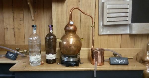 Il mini-alambicco Dopey nel Gin Lab di C.O.L.D.