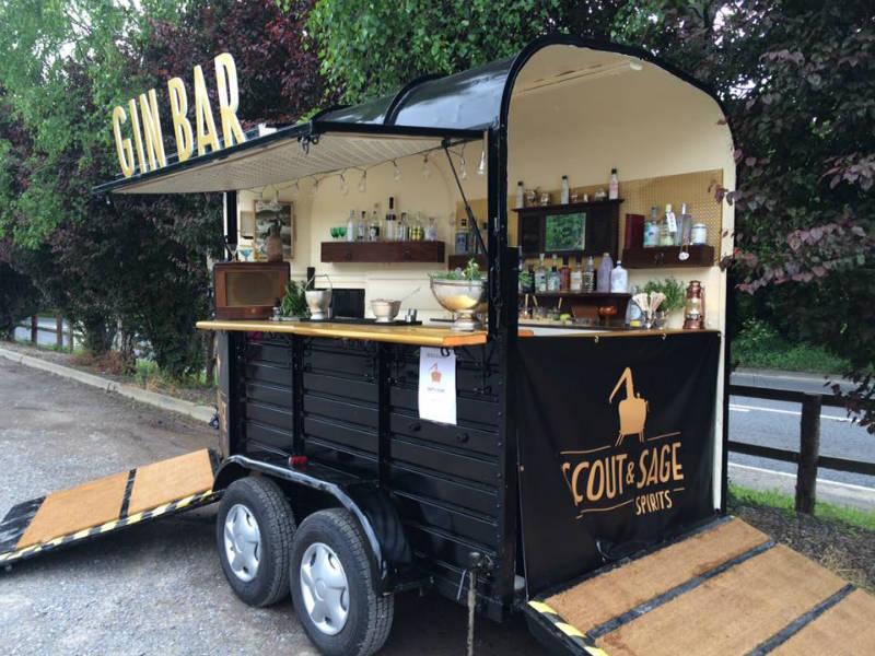 Margot, il gin bar mobile ricavato da un vecchio horse cart