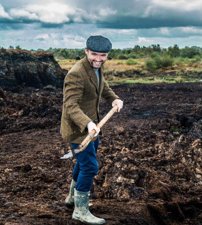 Ged Feltham raccoglie la torba