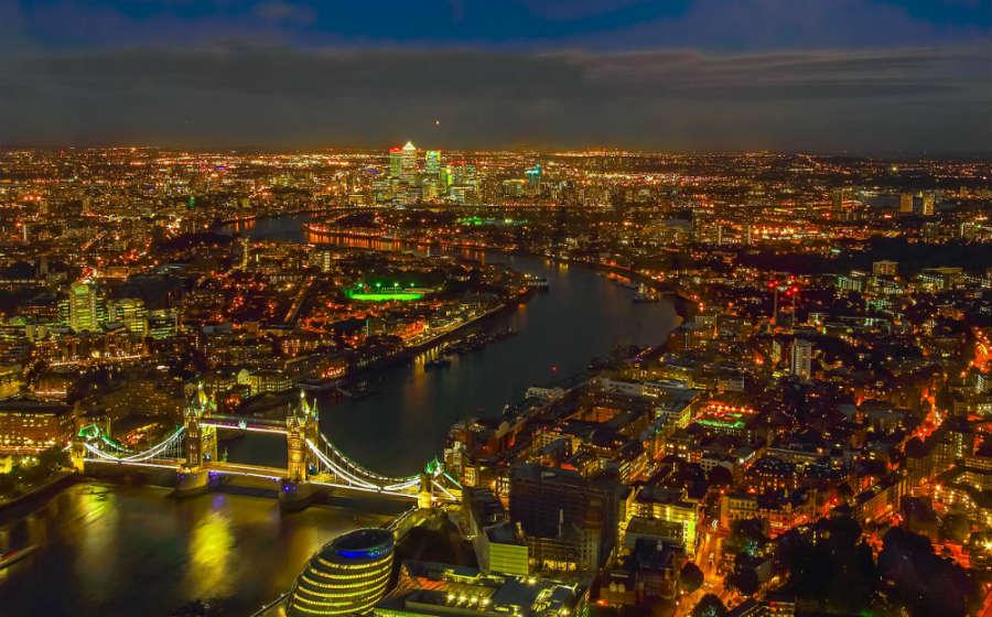 Veduta panoramica di Londra di notte