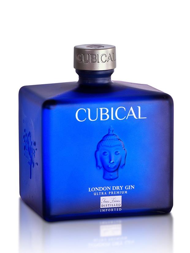 Cubical-Ultra-Premium-gin-bottiglia